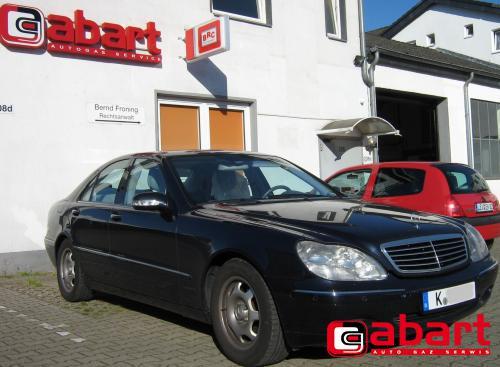 Mercedes-Benz S-320-W220